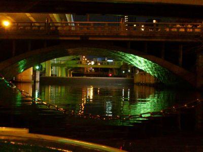 東横堀川の水門