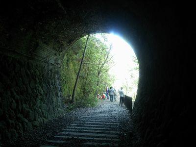 武田尾廃線ハイキングコースの第一のトンネル